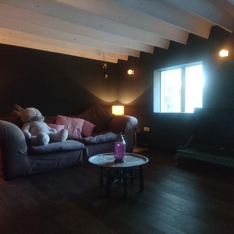 Basement chillout room - New floor, skirtings and room decoration